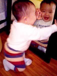 赤ちゃん 鏡